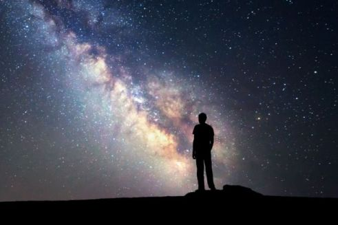 person-looking-at-starry-night-sky