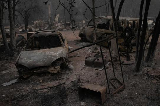 Fires leave apocalyptic scenes in Oregon 1